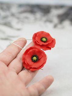 Rojo amapolas pendientes  joyería de la arcilla del polímero