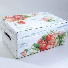 Lădiţă de lemn model cu trandafiri, ladiţă de lemn cu capac https://handmade.luxdesign28.ro/produs/ladita-de-lemn-model-cu-trandafiri-ladita-de-lemn-cu-capac-7314/