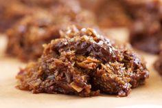 Chocolate Chunk Salted Caramel No-Bake Cookies (grain free, dairy free, & made w/coconut sugar) | GI 365
