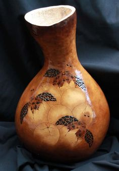 Love these little sea turtles. Amazing gourd art at www.islandgourds.com