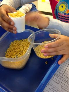 Volume activity in STEM class! How many scoops of different materials does it take to fill a container? Do different materials increase or decrease the number of scoops? #STEM #Engineering #teacherspayteachers
