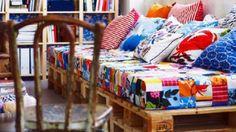 sofá feito com colchão de solteiro e #palletes <3
