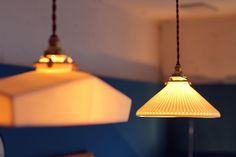 飛松陶器 × on the shore、陶器の灯具と老上海家具の競演