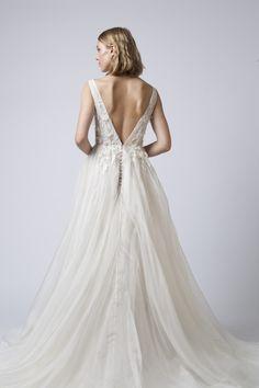 Wedding Dreams, Wedding Things, Mariana Hardwick, Wedding Dress With Feathers, Bridal Boutique, Dress Ideas, Wedding Styles, Bridal Gowns, Real Weddings