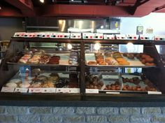 Chattanooga's Julie Darling Donuts Tennessee Usa, Chattanooga Tennessee, Top Places To Travel, Places To Eat, Chattanooga Restaurants, Bacon Donut, Restaurant Offers, Field Trips, A Whole New World