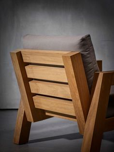 Cedar Furniture, Diy Outdoor Furniture, Solid Wood Furniture, Sofa Furniture, Furniture Design, Diy Wooden Projects, Diy Furniture Projects, Woodworking Furniture, Wooden Lawn Chairs