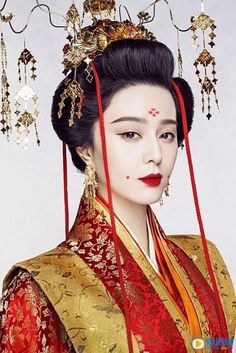 Fan Bingbing / 范冰冰 in 2020 Oriental Fashion, Asian Fashion, Mörderische Dinnerparty, Chinese Makeup, The Empress Of China, Fan Bingbing, Black Wig, Chinese Clothing, Traditional Fashion