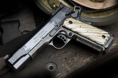 Beautiful Wilson Combat Will look at buying a custom carry pistol from them once I move out of Ill-Annoy. Shooting Guns, Shooting Range, 1911 Pistol, 1911 Grips, Wilson Combat 1911, Guns Dont Kill People, Firearms, Shotguns, Concealed Carry