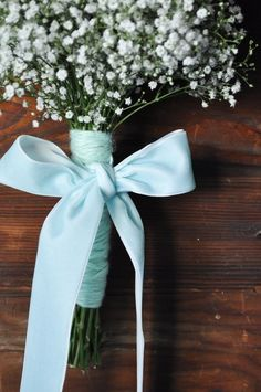 Baby's breath for the bridesmaid but with a grey wrapping and a yellow bow