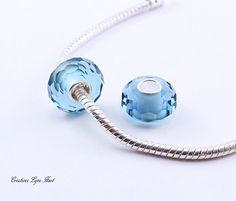 2 Perles Européennes, noyau unique Argent Sterling,Fait de verre à facette Bleu Ciel - S'adapte à tous les bracelets Européens (C-178) Argent Sterling, Ciel, Washer Necklace, Headphones, Bracelets, Etsy, Jewelry, Beads, Unique Jewelry
