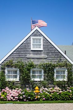 How darling is this cottage in Nantucket? Sloanie style all over it! Nantucket Cottage, Nantucket Island, Beach Cottage Style, Beach Cottage Decor, Cozy Cottage, Coastal Cottage, Cottage Homes, Coastal Living, Nantucket Beach