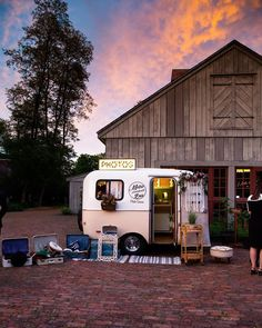 Caravan, Photo Booth, Barn, Decor, Decorating, Truck Camper, Photo Booths, Country Barns, Inredning