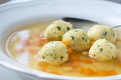 Corn grits dumplings - These semolina dumplings taste in a bound vegetable soup or in a strong beef soup. Here is our simp - Hamburger Vegetable Soup, Vegetable Soup Healthy, Corn Soup Recipes, Fish Recipes, Spicy Soup, A Food, Food And Drink, Cornmeal Dumplings, Homemade Soup