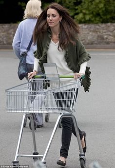 Kate Middleton at Waitrose supermarket on the island of Anglesey (Daily Mail) #royal #streetstyle