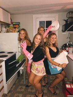 Trendy Halloween, Halloween Costumes For Girls, Costume Halloween, Halloween Ideas, College Parties, College Girls, Housewife Costume, College Costumes, Plastic Aprons