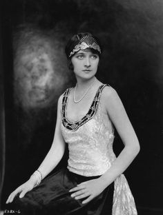 ELEANOR BOARDMAN Cont'd-actress of the silent screen; a former model & 'Kodak Girl', she played well-bred flappers or troubled heroines in films. Joining MGM in 1924, she was one of the new studio's 1st stars, & busiest, starring in 11 films during her first 2 yrs with the studio.