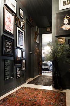 10 Amazing Home Design Ideas with Black Walls Apartment Interior Design, Modern Interior Design, Interior Decorating, Contemporary Interior, Luxury Interior, Luxury Furniture, Black Rooms, Black Walls, Black Hallway