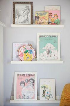 http://kidsmopolitan.wordpress.com/2014/04/15/ribba-el-estante-de-ikea-de-las-habitaciones-de-ninos/