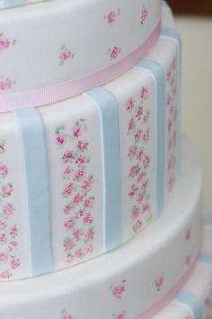 Vintage fabric design on a cake!