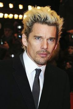 Photo Time-Lapse: See How Ethan Hawke Has Changed Over 25 Years Boy Hairstyles, Latest Hairstyles, Celebrity Hairstyles, Cool Boys Haircuts, Haircuts For Men, Ethan Hawke, Hippie Hair, Before Midnight, International Film Festival