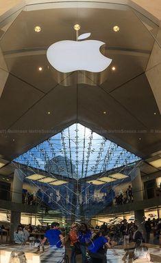 Apple Store at Musée du Louvre, Paris,