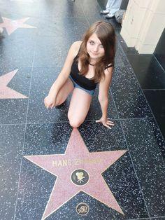 """Audrey (Sprachreise, USA): """"LA? Wenn man diesen Namen hört, denkt man gleich an Stars und Sternchen und natürlich an Malibu Baywatch. Als ich am LAX gelandet bin, habe ich schon gleich einen anderen Summer Camp-Teilnehmer kennegelernt, der einer von meinen besten Freunden wurde. Ich kann nur jedem empfehlen, der einmal Hollywood und alles andere von LA sehen will, diese Reise zu machen, da es sich garantiert lohnen wird!"""""""