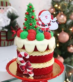 Learn how to organize the best Christmas birthday for a boy, girl or adult through a collection of ideas that enclose the most beautiful Decorations for Christmas Cake Designs, Christmas Tree Cake, Christmas Cake Decorations, Christmas Sweets, Holiday Cakes, Christmas Goodies, Christmas Desserts, Christmas Baking, New Year's Cake