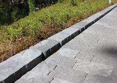 Laineri-reunakivi tukee kiveystä sekä rajaa Verona-kivet ja kuntan.