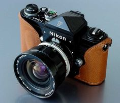 Nikon F - great, simplistic camera. Nikon Film Camera, Cameras Nikon, Camera Watch, Camera Case, Camera Gear, Nikon Df, Antique Cameras, Vintage Cameras, Photography Camera