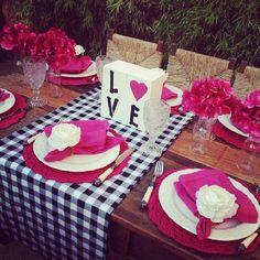 SnapWidget   Pink&Preto: sugestão de mesa linda da @aquientrenos que tem as mesas +bonitas do instagram.