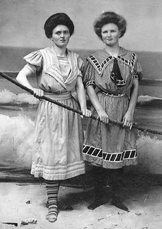 14 Common Things That Were Shockingly Different 100 Years Ago Colleen Atwood, Vintage Outfits, Vintage Fashion, 1900s Fashion, Edwardian Dress, Edwardian Era, Men's Swimsuits, Steampunk Accessories, Girls Bathing Suits