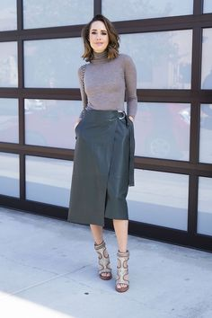 Day To Night: Styling a Midi Skirt - Front Roe by Louise Roe Green Leather Skirt, Leather Midi Skirt, Essential Wardrobe Pieces, Modest Fashion, Fashion Outfits, Fashion Ideas, Fashion Trends, Chic Winter Outfits, Office Outfits Women