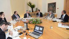 En la capital del país, el gobernador de Michoacán y Gerardo Ruiz Esparza sostuvieron una reunión para revisar la agenda de acciones a realizar en materia de infraestructura carretera y ...