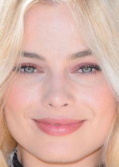 Close-up of Margot Robbie at the 2016 London photocall for 'Legend of Tarzan'. Margot Robbie Pictures, Margot Robbie Hot, Margo Robbie, Margot Robbie Harley, Melissa Anderson, High Fashion Makeup, Flawless Beauty, Celebrity Beauty, Fair Skin