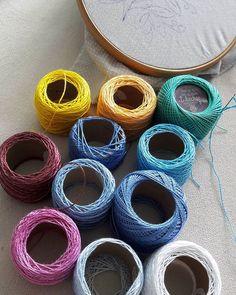 Cartela de cores do próximo bordado. 🤗 #bordadosmarinamendonca #bordados #artesanato #arteterapia #bordado #linhaseagulhas #arteterapia #handmade #cores #linhas #anchor #collor #vemai #feitoamao