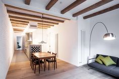 The project consists of the refurbishment of a typical flat from the Eixample district of Barcelona, through the elimination of the classical narrow, dark an...