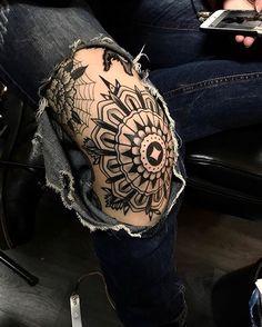 Ideas for tattoo traditional knee ink Mandala Tattoo – Fashion Tattoos Elbow Tattoos, Old Tattoos, Trendy Tattoos, Black Tattoos, Body Art Tattoos, Sleeve Tattoos, Tattoos For Guys, Tattoos For Women, Hand Tattoo