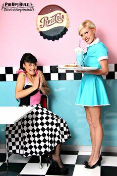 Tasty desserts and a shake! Rockabilly Mode, Rockabilly Fashion, Retro Fashion, Vintage Fashion, Vintage Diner, Retro Diner, Vintage Mode, Pin Up Retro, Style Retro