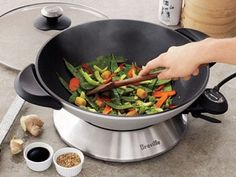 I love stir-fry but always make in in a pan on the stove. I would love an electric wok! Big Kitchen, Kitchen Dinning, Small Kitchen Appliances, Kitchen Items, Kitchen Gadgets, Kitchen Stuff, Kitchen Utensils, Kitchen Tools, Cooking Gadgets