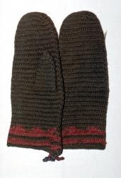 Nalbound mittens, Korpilahti, Finland. Year estimated 1850. Length 27.5 cm, width 12 cm. Green mittens, red stripes, bluish string at the wrist.