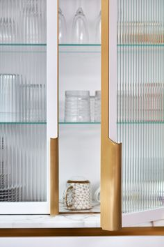 blaes of london white kitchen how to start a kitche renovation cabinet ribbed glass cabinetry wall unit . Blakes London, Kitchen Refresh, Glass Cabinet Doors, Kitchen Cabinet Styles, Kitchen And Bath Design, Reeded Glass, London Kitchen, Kitchen Unit Handles, Glass Kitchen Cabinets