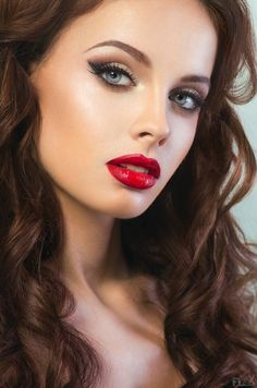 Beautiful holiday makeup look - red lips, long lashes and light brown eyeshadow