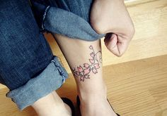 Cute Tattoos For Women. The best thing about a tattoo is that it is your very own piece of body art, that will remain a part of you as you go along in life. Back Of Thigh Tattoo, Calf Tattoo, Thigh Tattoos, Tatoo Designs, Tattoo Designs For Women, Cool Tattoos, Tatoos, Cute Tattoos For Women, Calves