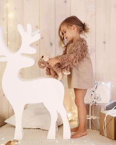 Перья на рукавах..элегантный бежевый,коротенькое платье для самых любимых…