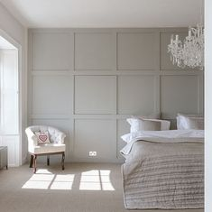 Modern Wall Paneling, White Wall Paneling, Home Bedroom, Home Living Room, Bedroom Wall, Architect Design House, Wainscoting Bedroom, Cladding Panels, Guest Bedrooms