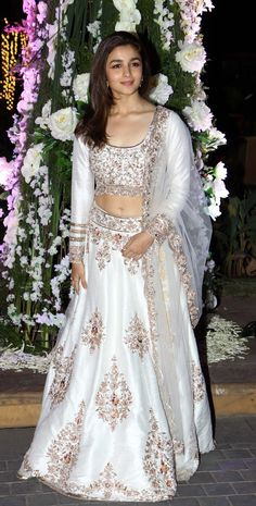 Because she proves that traditional can be sexy. #SanskaariSwag   16 Reasons Alia Bhatt Is The Fashion Icon Of Our Generation