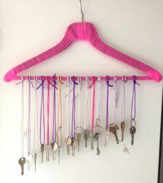 Hjemmelavet chime af nøgler. Clothes Hanger, Diy, Musik, Coat Hanger, Bricolage, Clothes Hangers, Do It Yourself, Homemade, Clothes Racks