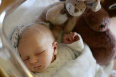 Der Zauber der Neugeborenen | Neugeborene Babys sind einzigartig, wunderschön - und berühren das Herz! Die Haut ganz runzlig und zerknautscht und der Blick des Winzlings bedeutet den Eltern alles. Habt Ihr diese magischen Momente in Bildern festgehaltet?