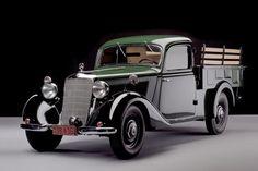 Picape 170D foi a primeira feita na Argentina pela Mercedes, ainda em 1952 (Foto: Divulgação) Pick Up, Mercedes 500, Mercedes Benz Trucks, Classic Trucks, Classic Cars, Van 4x4, Benz Smart, Classic Mercedes, Vintage Trucks