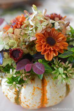 An Easy Short Cut to create Blooming Pumpkins! Pumpkin Bouquet, Pumpkin Vase, Pumpkin Flower, Fall Wedding Flowers, Fall Flowers, Fresh Flowers, Fall Table, Thanksgiving Table, White Pumpkins